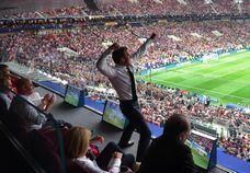 #PoseTonMacron : les meilleurs détournements de Macron fêtant la victoire