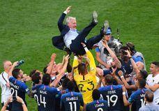 Didier Deschamps : de 1998 à 2018, les photos qui émeuvent les Français
