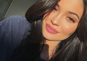 Kylie Jenner enceinte ne peut plus cacher son ventre rond