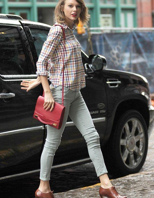 Le look du jour: Taylor Swift et sa chemise à carreaux