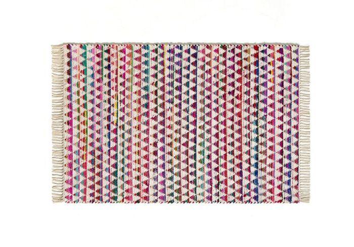 Un tapis multicolore et tressé pour une déco bohème