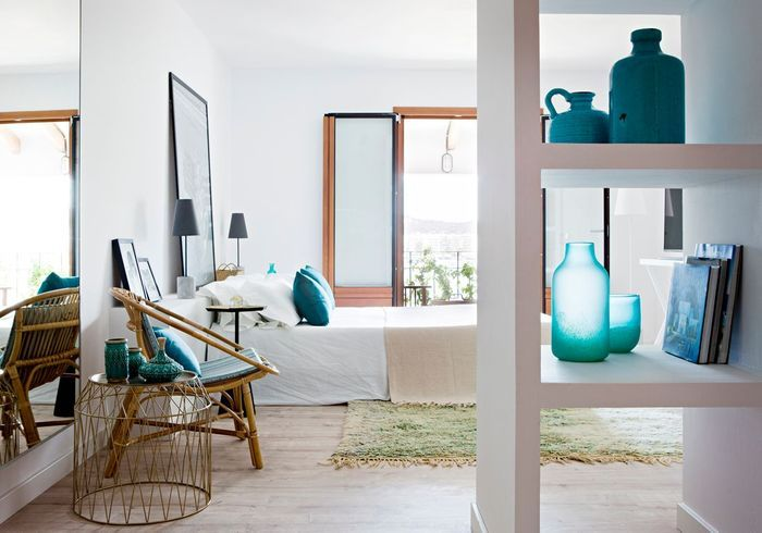 Une chambre bleue qui mise tout sur la petite déco
