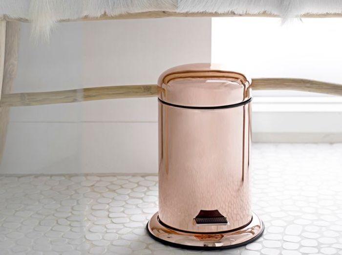 Décorer ses toilettes en ne négligeant pas la poubelle