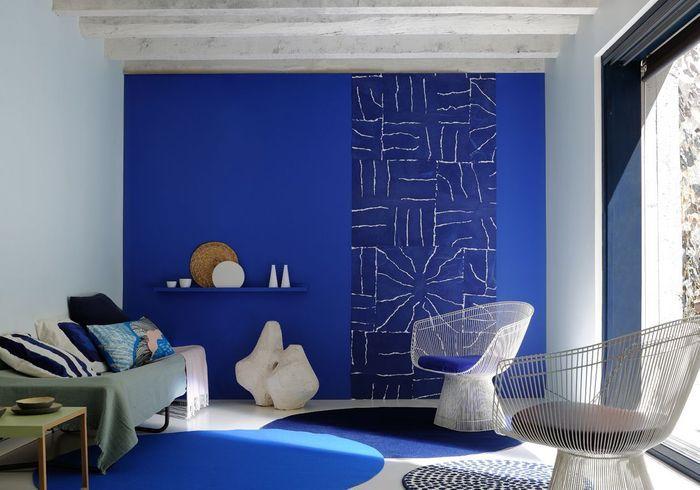 Un mur coloré en bleu majorelle