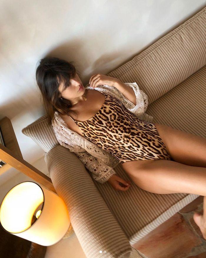 Jeanne Damas en monokini léopard