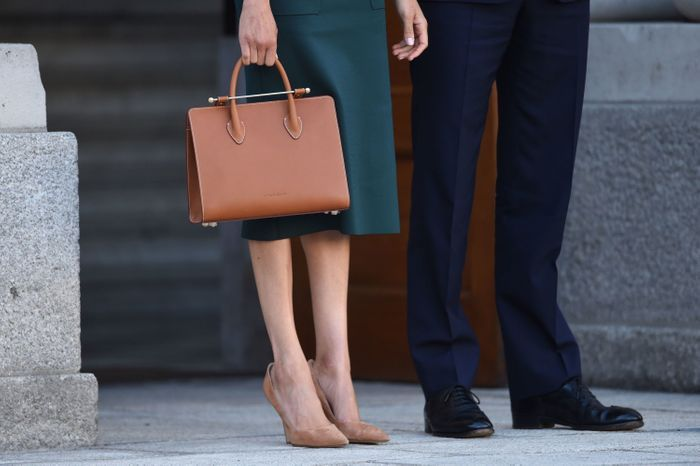 Meghan Markle a opté pour un sac de la marque Strathberry